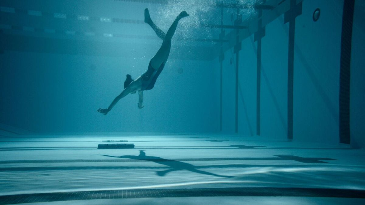 Review - 12 Feet Deep (2017)